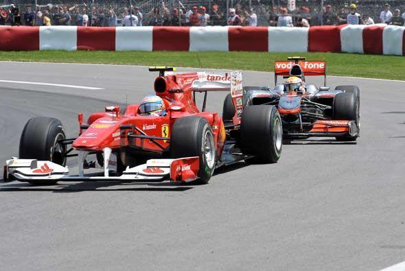 Y aunque Alonso se mantuvo como líder en la primera mitad de la carrera,...