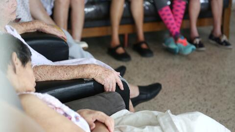 Residentes de El Nuevo Cidreño, un hogar de ancianos en el munici...