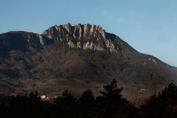 Este es un apartado lugar, cuyo atractivo es el pico de la montaña, que...