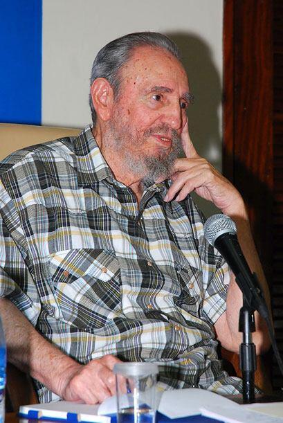 El ex presidente cubano vistió una camisa a cuadros.