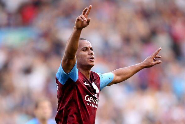 Gabriel Agbonlahor abrió el marcador para el Villa que merecía ir arriba...