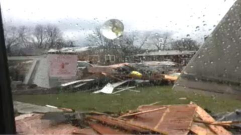 'Chicago en un Minuto': Tornados dejan varios daños y algunas personas h...