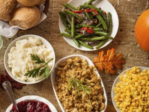 Para la cena de Acción de Gracias, dale tu toque latino a los pla...