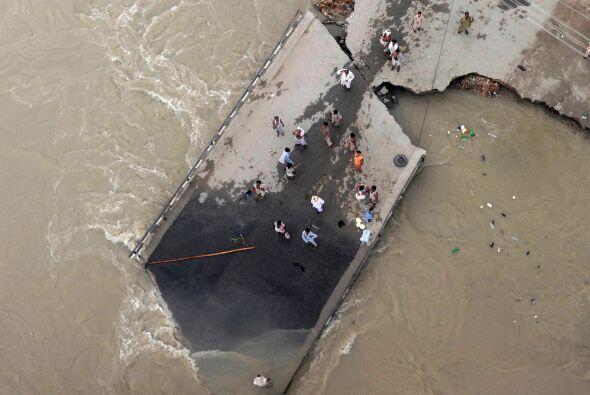 De acuerdo la ONU, las inundaciones en Pakistán superarían el total comb...