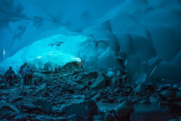Las cuevas de hielo de Mendenhall en Alaska, Estados Unidos