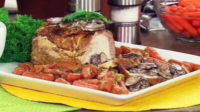 Chef Pepín y Chef Tutti prepararon un lomo de cerdo en salsa de champiñones