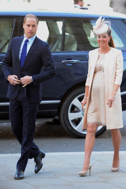 Un vestido en encaje y en tonos claros hace que brilles con luz propia.
