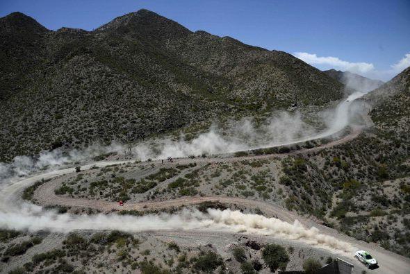 El sudafricano Giniel De Villiers (Toyota) marcha cuarto a 40 minutos y...