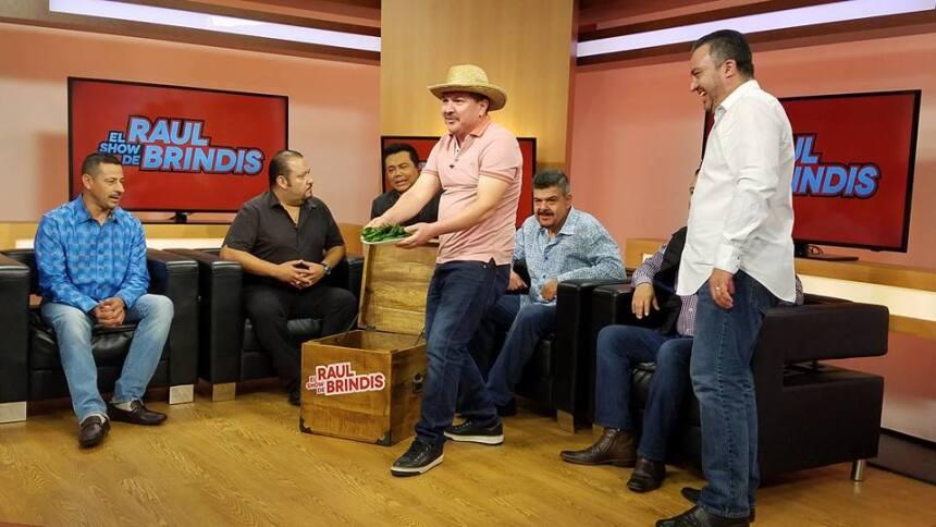Una visita bien 'Pesada' al show de Raúl Brindis  17191380_1015519782006...
