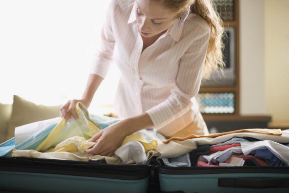 Al empacar. Si viajas con tu bebé, asegúrate de que tu bolso de mano con...
