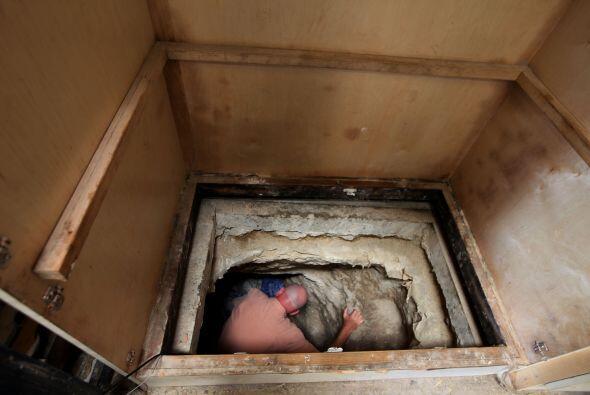 El túnel clandestino cuenta con un pequeño tren que corría a un máximo d...