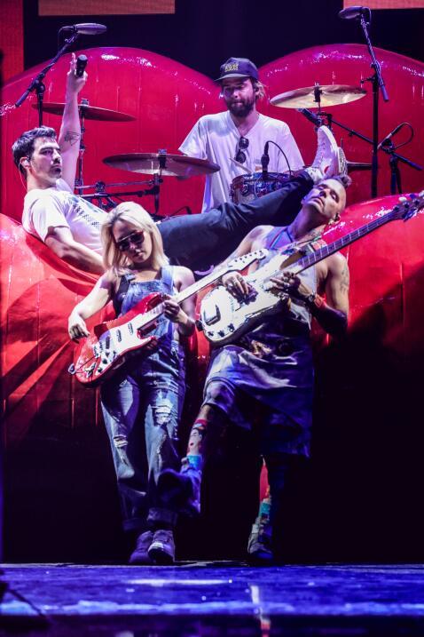 DNCE en los ensayos de Premios Juventud.