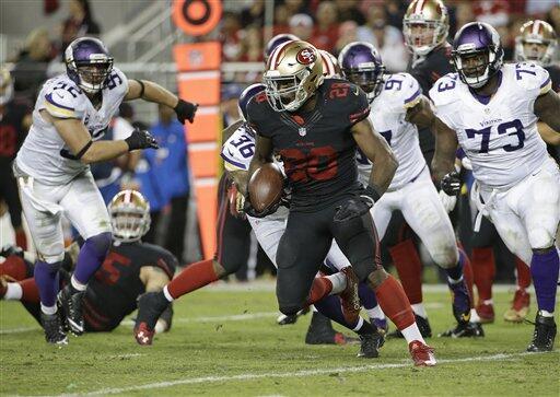 Carlos Hyde logró 168 yardas y dos TDs para que los 49ers cerrara...