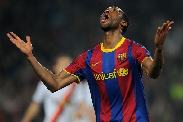 Seydou Keita recibió un gran pase de Messi y batió el arco...
