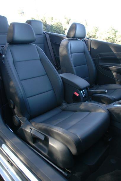 Los asientos son bastante cómodos y tienen buena sujeción lateral.