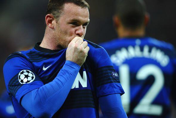Cuando el partido jugaba su último minuto, Rooney dijo presente y anotó...
