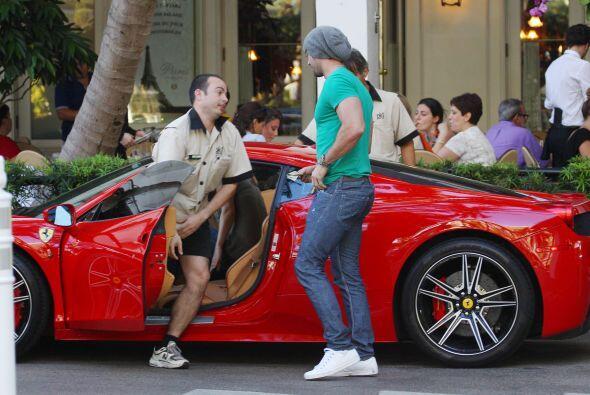 Muchas veces lo hemos visto montado en su Ferrari. Más videos de Chismes...