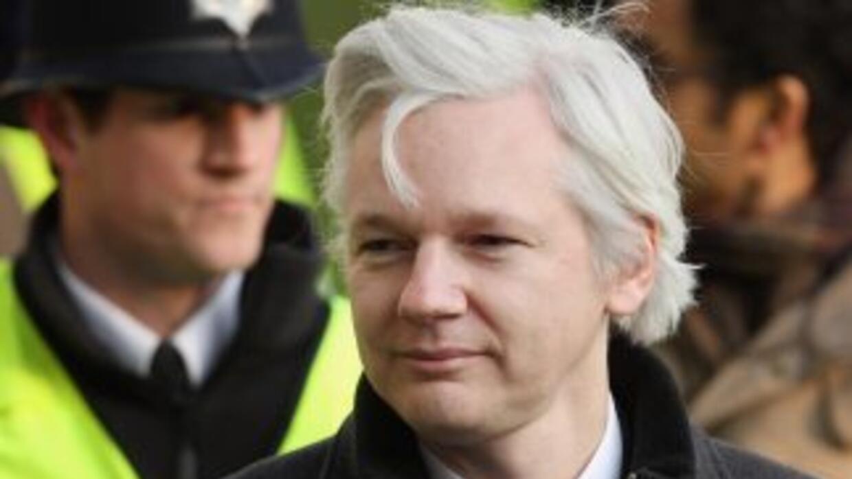 El fundador de WikiLeaks, Julian Assange, espera la decisión del preside...