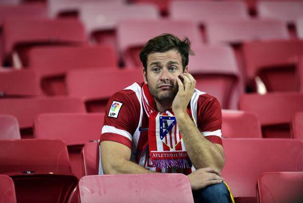 Y la soledad de la derrota en la tribuna contraria.