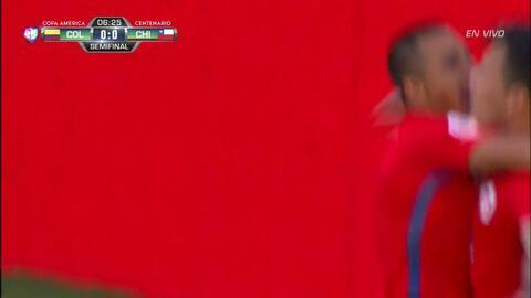Goooolll!! Charles Mariano Aránguiz Sandoval mete el balón y marca para...