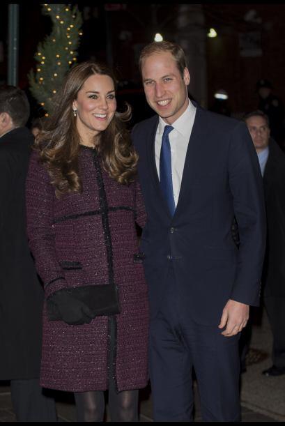 """¡Así llegó Kate a la gran Manzana! Al lado de su esposo y con todo y """"ch..."""