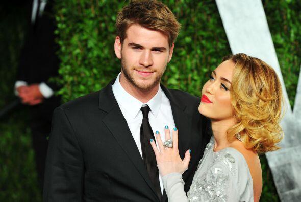 Se rumora que Miley se comprometió con Liam.