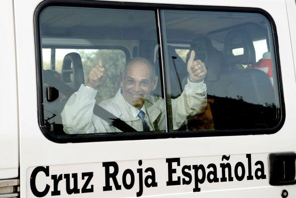 España recibió a un grupo de 37 ex presos cubanos que llegaron acompañad...