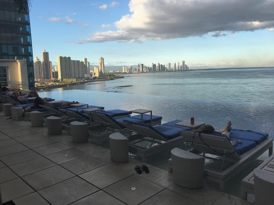 La estrafalaria batalla por el control del hotel de Trump en Panamá img-...