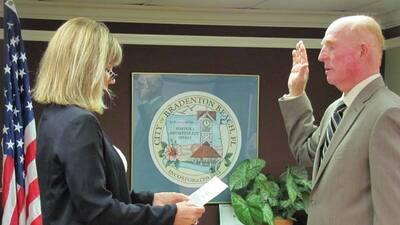 Alcalde de Florida es elegido por juego de naipes
