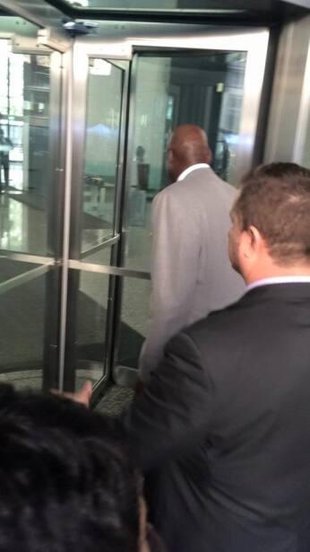 Michael Jordan se presenta en la corte de Chicago