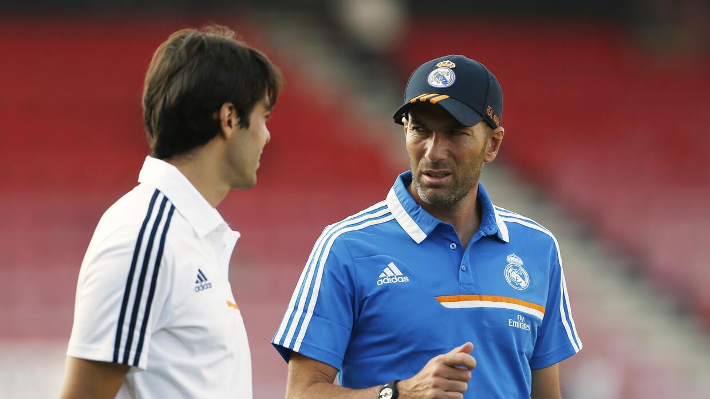 Kaká y Zidane en 2013, cuando el francés era ayudante t&ea...