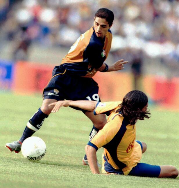 Otros jugadores que vistieron ambas casacas son: Francisco Uribe, Carlos...