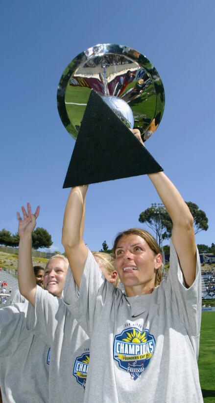 Los 45 años de Mia Hamm, 'la Pelé del fútbol femenino' GettyImages-25005...