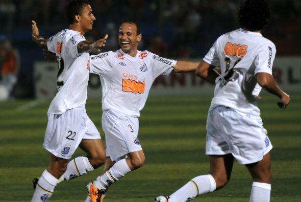 El partido y el festejo del Santos fue por la quinta fecha del Grupo 5 d...
