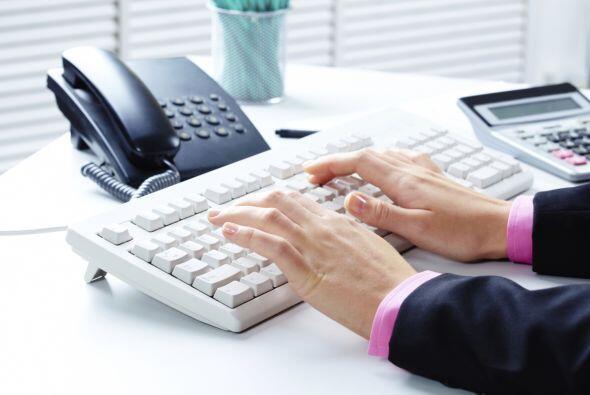 Asegúrate de mantener limpio el teclado, el teléfono y otr...