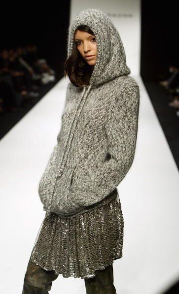 Un suéter con capucha será tu salvación cuando el clima se ponga denso y...