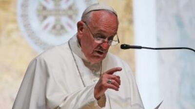 El papa Francisco da un discurso a los obispos estadounidenses en un eve...