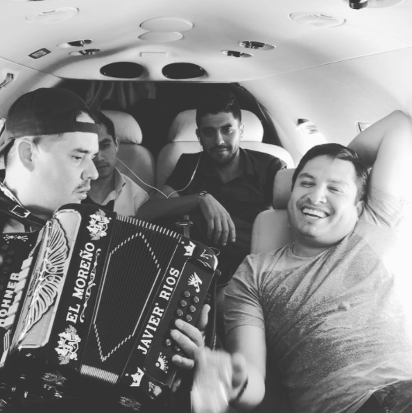 Julión Álvarez aprendió a ordeñar antes que a cantar: así era su vida en...