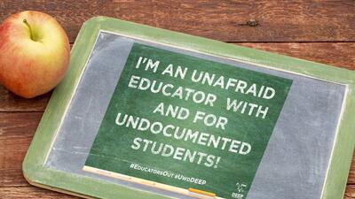 """Mensajes como este forman parte del """"National Educators Coming Out Day""""."""