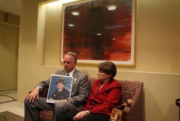 Joyce y Russell Mercer, los padres de un bombero que falleció en los ate...