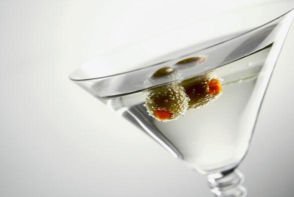 El Martini tiene fama de ser un coctel muy glamoroso y es uno de los tra...