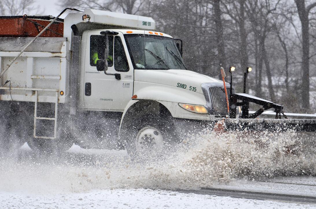 En fotos: la nieve sorprende a los estados del sur y cubre parte de Caro...