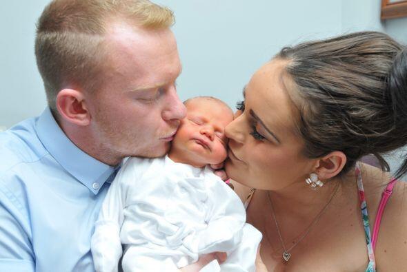 Él tendría que asistir a su esposa en el parto y traer a su bebé al mundo.