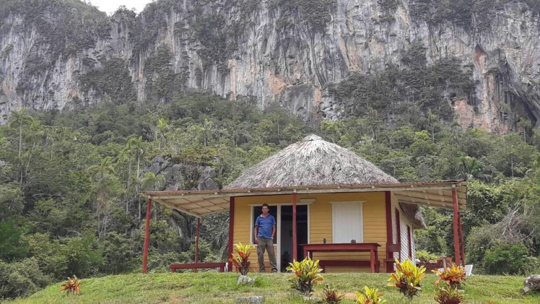 Félix y su primo instalaron un mirador turístico en el tope de la sierra.