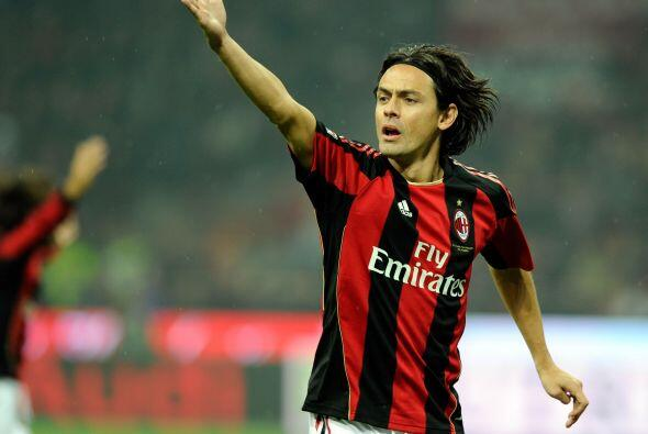 Filippo Inzaghi es un delantero temible. Goles y picardía son su present...
