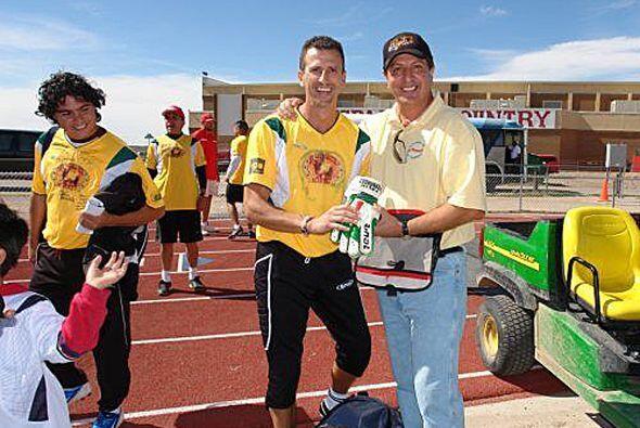 Félix junto a Víctor Camino, uno de los organizadores del evento. ¡Felic...