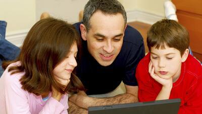 Criar a los nativos digitales puede traer retos adicionales para los padres