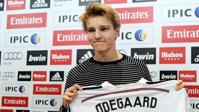 El joven mediocampista noruego portará el dorsal '21' en la Champions.