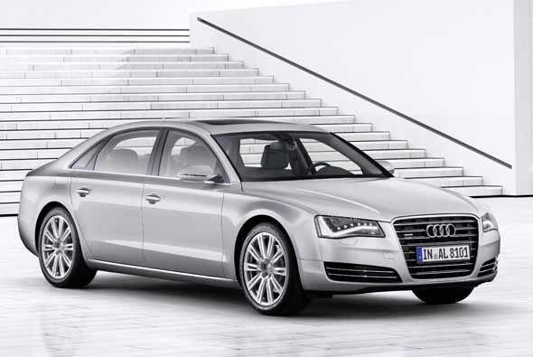 Audi presentó la versión long-wheelbase de su buque insignia el A8.