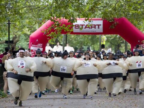 Corredores se reunieron en el parque Battersea en Londres para correr po...